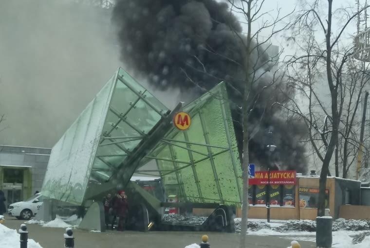 Eksplozja podczas rozbiórki samolotu, który nielegalnie stał przy pl. Defilad.