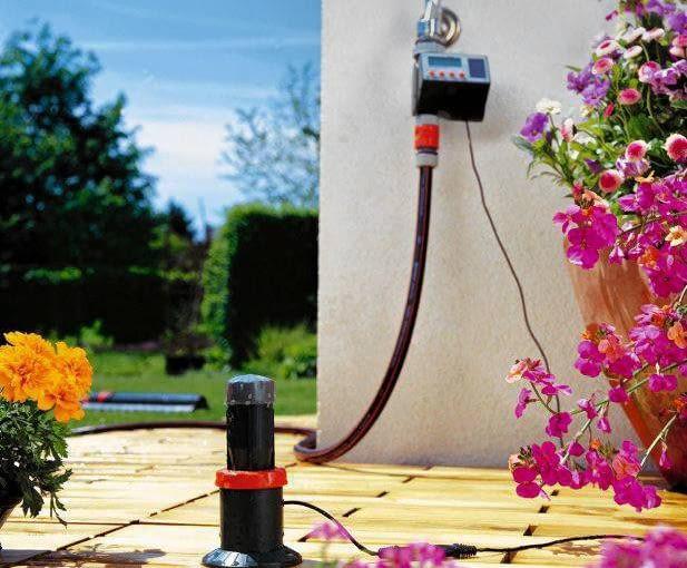 Sterownik nawadniania wyłączy dopływ wody, gdy tylko czujnik deszczu wyśle sygnał, że zaczęło padać. System: Gardena