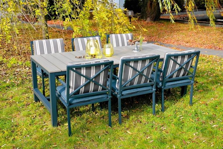 CROSS, aluminium i drewno, stół, 200 x 100 cm, 2550 zł; krzesła, 699 zł/szt. Miloo