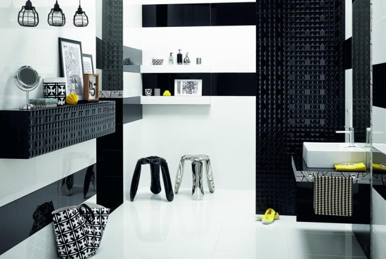 Czarne, błyszczące geometryczne płytki nadają łazience charakteru