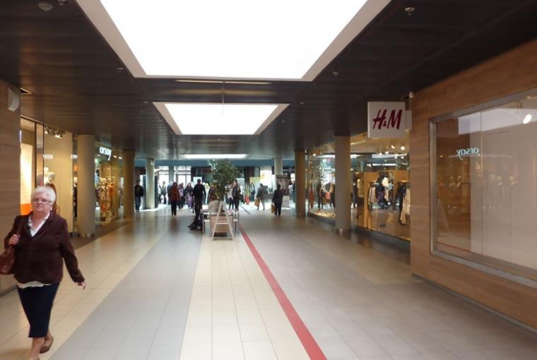 Wnętrze centrum handlowego 'Starówka' w Stargardzie Szczecińskim, fot. Tomasz Sachanowicz
