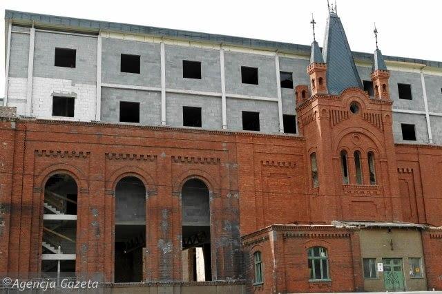 Budowa hoteli Mercure i ibis Styles przy ul. Narutowicza w Sosnowcu - niewątpliwym sukcesem inwestora była sama renowacja elewacji XIX wiecznego budynku, która przed remontem była w bardzo złym stanie
