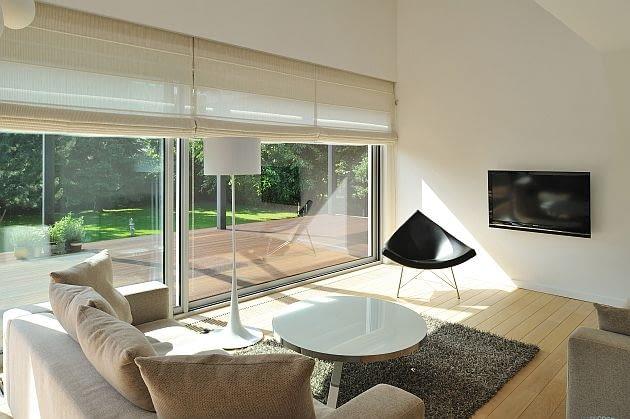 salon, dom jednorodzinny, okna tarasowe