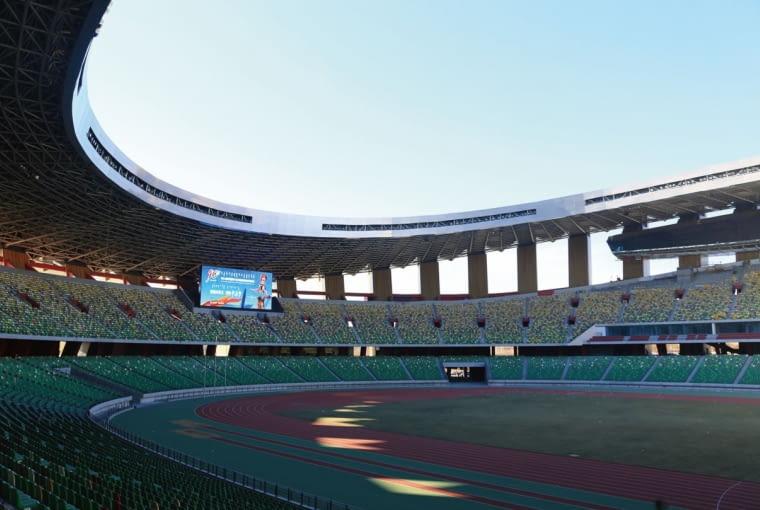 Ordos Sports Center Stadium, Ordos - Chiny (VII nagroda w głosowaniu jury) - stanowiący część większego kompleksu sportowego stadion zaprojektowany przez China Architecture Design & Research Group oferuje na swoich trybunach 60 000 miejsc.