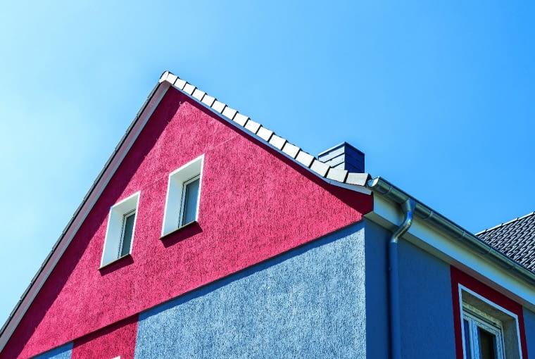Выбор подходящих красок и штукатурных растворов важен с точки зрения долгосрочной эксплуатации фасада.