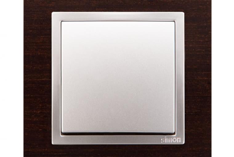WYŻSZA CENA 82 Nature/Kontakt-Simon; łącznik jednobiegunowy, klawisz: tworzywo białe ramka w kolorze wenge Cena: ok. 80 zł