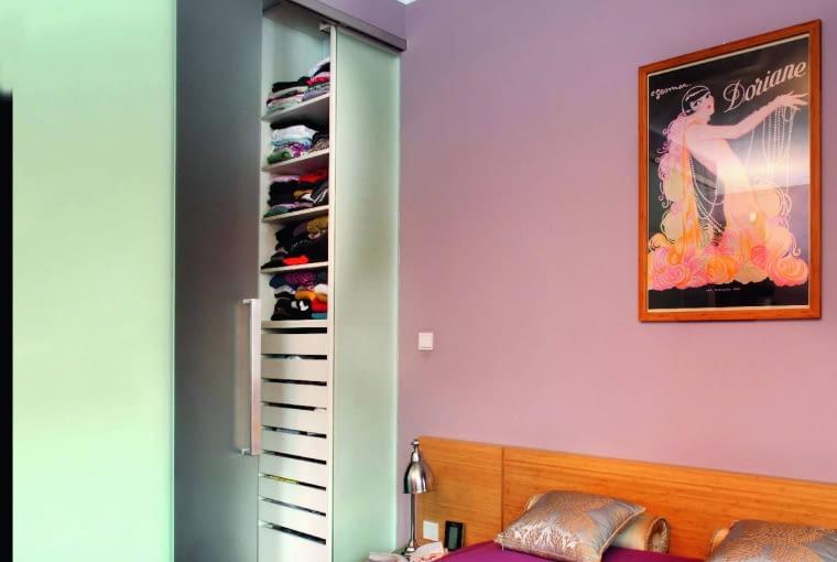 Niewielka garderoba może okazać się mniej wygodna niż zwykła szafa