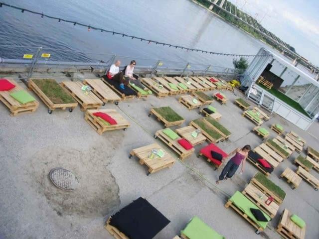 Cud nad Wisłą- architektura z recyclingu w rodzimym wydaniu.
