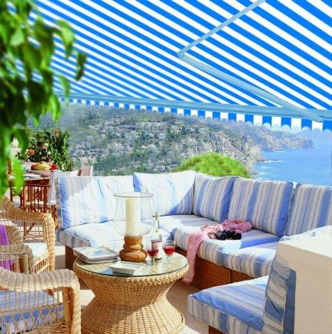 Balkon, taras. Markiza chroniąca przed słońcem