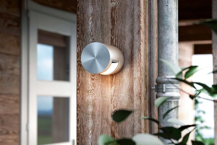 Lampy zewnętrzne narażone są na działanie deszczu, słońca i wiatru, dlatego ich oprawy muszą być szczelne, odporne na uszkodzenia mechaniczne, wilgoć i zmienne temperatury