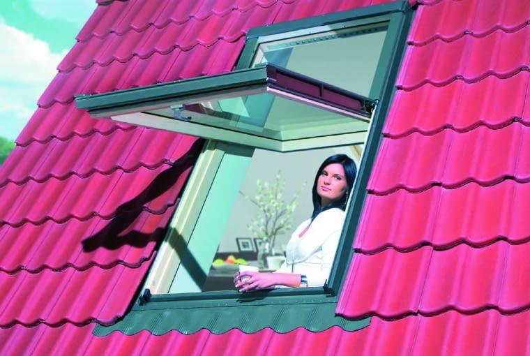 Okno obrotowe z podwyższoną osią obrotu pozwala na wygodne wyglądanie na zewnątrz
