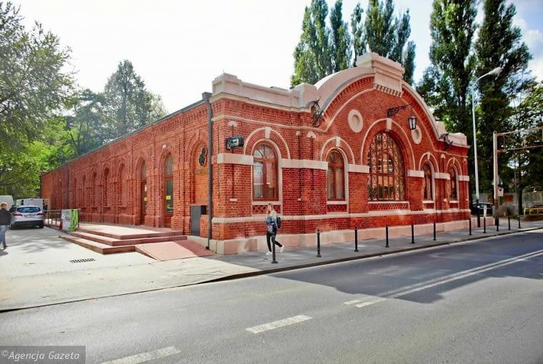 Sklep 'Biedronka' w zabytkowym budynku w Łodzi przy ulicy Ogrodowej