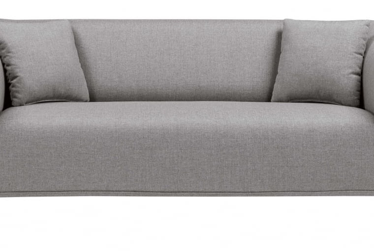 Dzięki metalowym nóżkom sofa Miya prezentuje się lekko i nowocześnie. Nie przytłoczy nawet kompaktowego wnętrza.