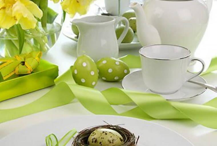 Ozdoby Wielkanocnego stołu.