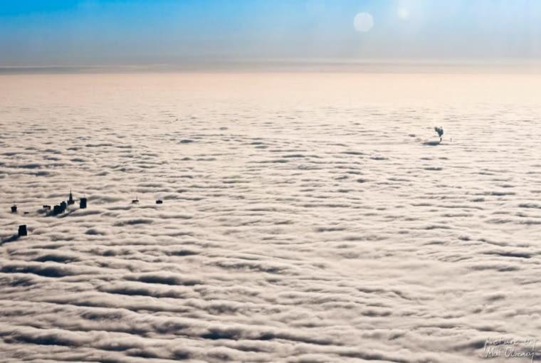 Warszawa we mgle. Niezwykłe zdjęcia z lotu ptaka wykonane przez Mata Olszowego, studenta warszawskiego Wydziału Architektury PW
