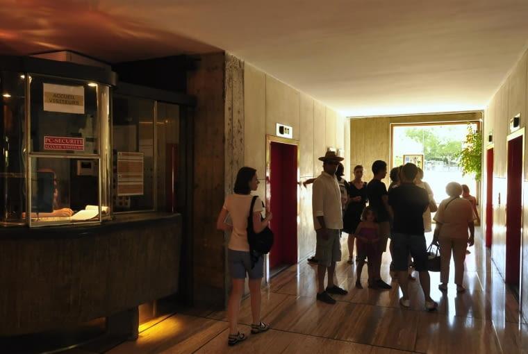 Jednostka Marsylska, proj. Le Corbusier - recepcja oraz windy