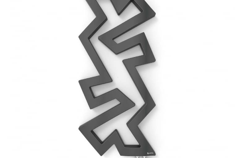 Rico Maxi/LOSTA   Naścienny   wymiary [cm]: wys. 120, szer. 55   materiał: kompozyt mineralny   maks. temp.: 95oC   masa 30 kg   produkty dostępne w czterech kolorach, a na specjalne zamówienie w pełnej palecie RAL. Cena: ok. 4700 zł, www.losta.pl