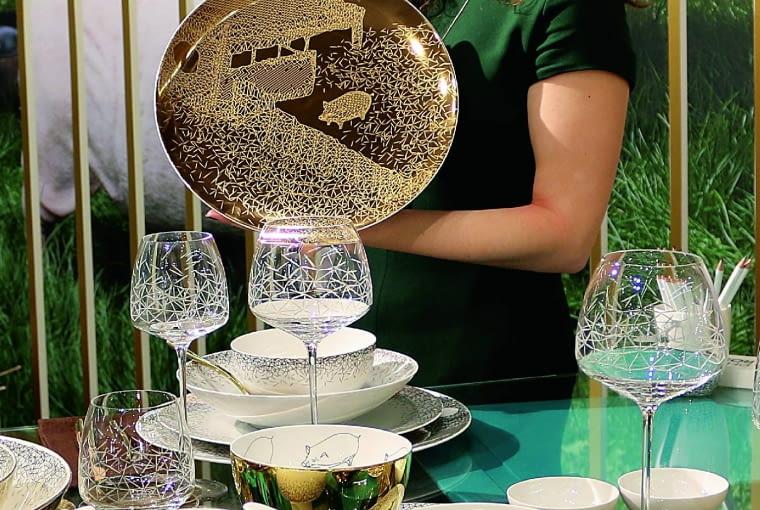 Ewelina Wiśniowska projektantka z Polski, absolwentka londyńskiej Royal College of Art, stworzyła nową dekorację dla kultowego serwisu TAC