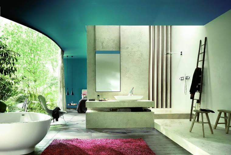 Minimum formy, maksimum wygody: W tej łazience zastosowano organiczną serię armatury łazienkowej. Ma minimalistyczną formę, ale jest bardzo ergonomiczna. Pozwala też oszczędzać wodę. Axor Starck Organic, od 1742 zł, Hansgrohe, hansgrohe.pl
