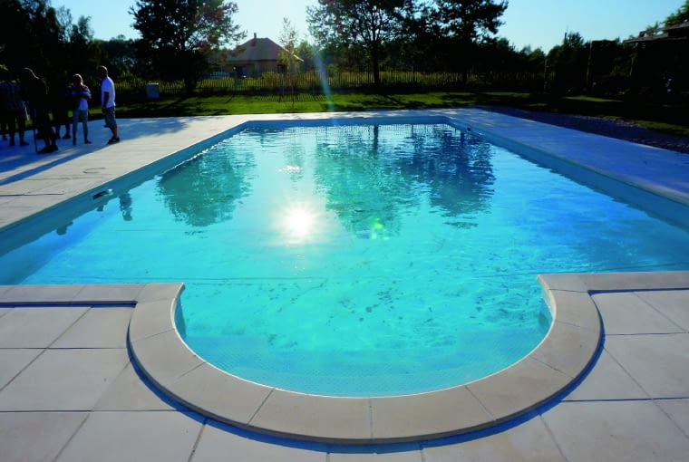 W upalny sierpniowy dzień, gdy robiliśmy zdjęcia, basen aż kusił, by się nim zanurzyć...