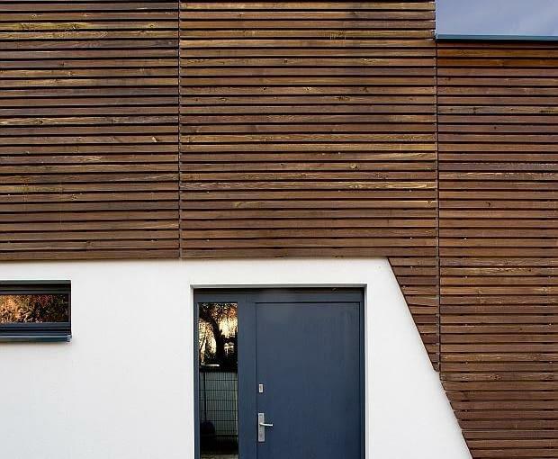 nowoczesny dom, realizacje domów, drzwi zewnętrzne, elewacja drewniana