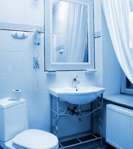 grzejnik płytowy w łazience,łazienka