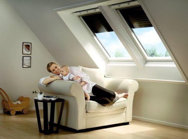 Zasłaniając latem okna, możemy w znacznym stopniu ograniczyć nagrzewanie pomieszczeń przez słońce