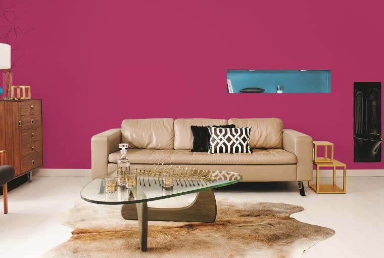 Taki kolor na ścianie, choć intensywny, nie działa agresywnie. Wszystko to zasługa odpowiedniego dobrania barw.
