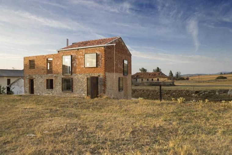 la ruina habitada, zabytki, adaptacja, hiszpania, lofty, oli jesus castillo, dom jednorodzinny
