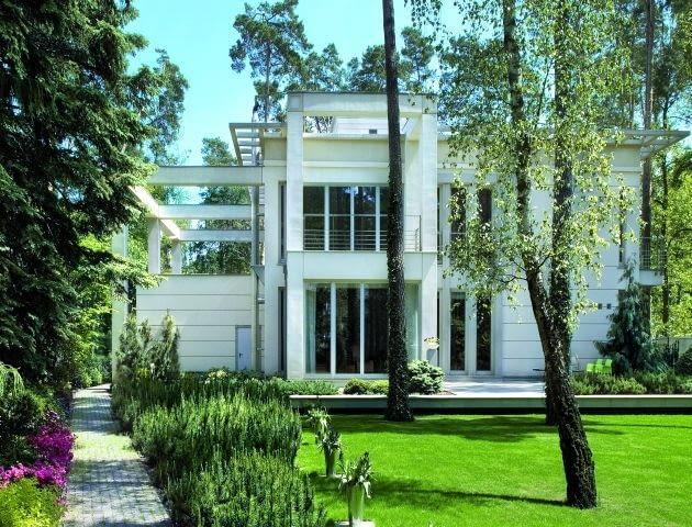 Jeśli dom ma skomplikowaną bryłę, to koszt jego wybudowania w przeliczeniu na 1 m2 będzie zawsze większy niż prostego, niezależnie od ich wielkości