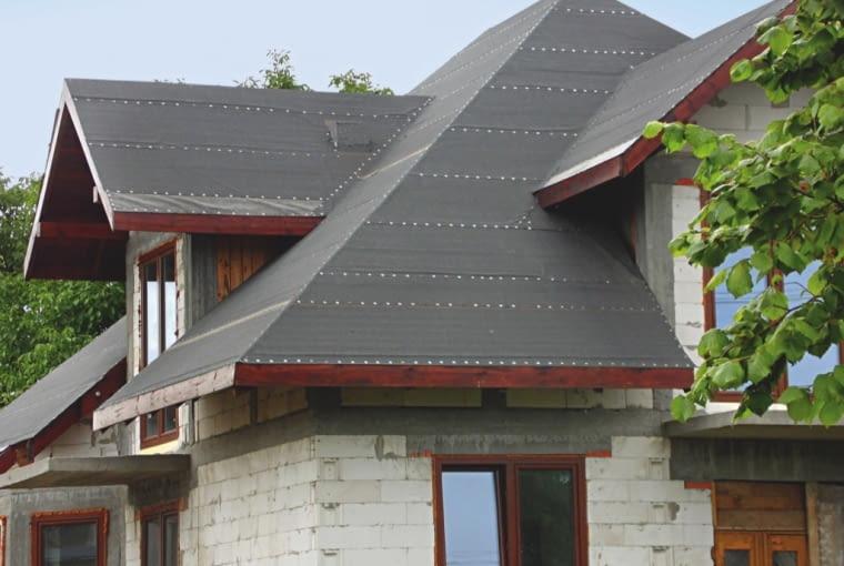 budowa domu, sztywne poszycie, krycie wstępne