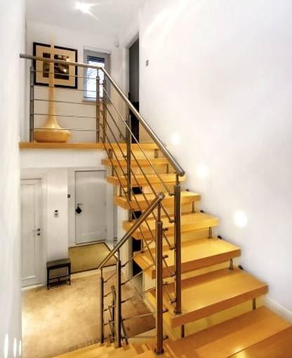 W każdym domu ze schodami powinny być przynajmniej po dwa przełączniki schodowe - na początku oraz końcu schodów