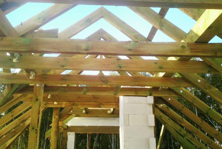 Źle okorowane drewno nie nadaje się na elementy konstrukcyjne