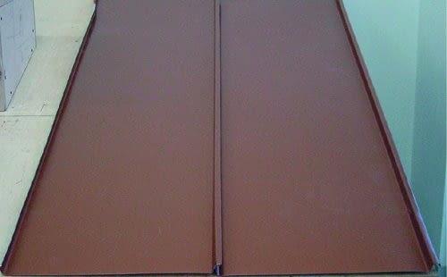 Coverline PLX, LINDAB, blacha płaska z rąbkiem stojącym, 12 kolorów + miedziany; gwarancja: 15 lat. Cena: ok. 25 zł/m2,