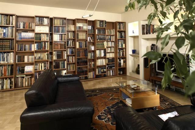 WNETRZA POKOJ SALON Z BIBLIOTEKA WNętRZA MEBLE KSIążKI salon biblioteka aranżacja