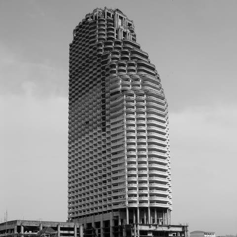 Opuszczony wieżowiec Sathorn Unique w Bangkoku - jedna z najbardziej niezwykłych współczesnych ruin.