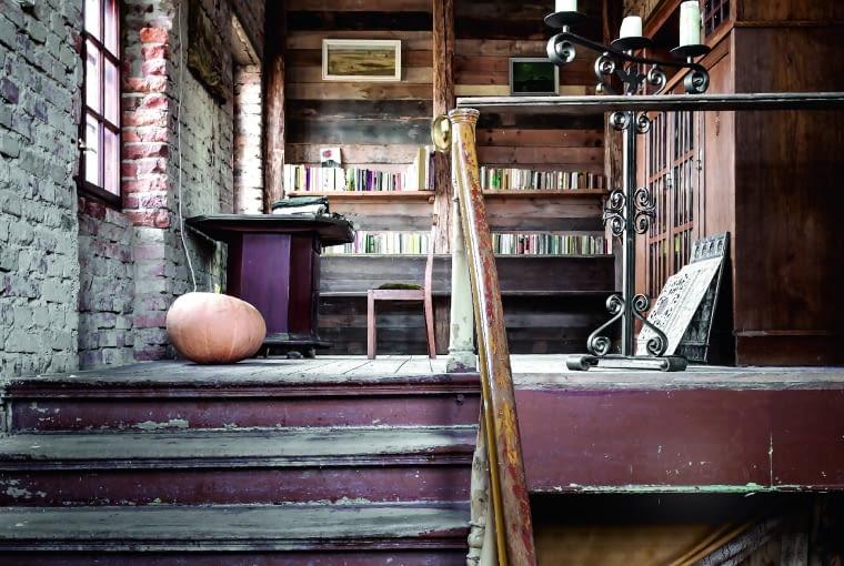 Schody z zamkowej sieni dochodzą bezpośrednio do Biblioteki Zamkowej.