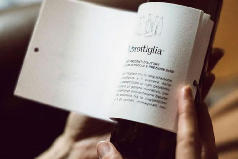 Wina z opowiadaniami na etykietach dla miłośników trunków i literatury