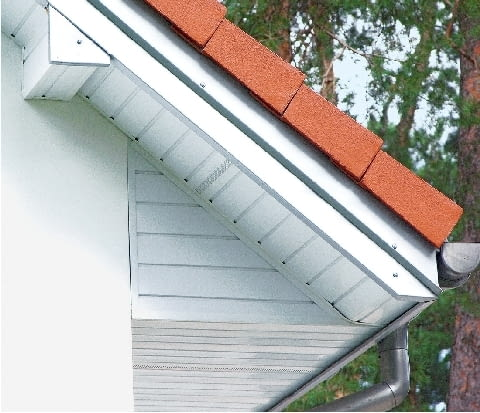 Okap osłonięty od spodu podbitką dachową