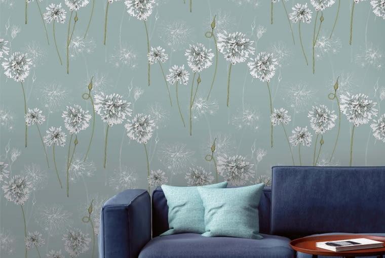 Ornament roślinny wybierzmy, jeśli chcemy, by wnętrze wyglądało delikatnie i subtelnie. Na zdjęciu: kolekcja Shangri-La z kwiatowymi motywami, cena od 45 zł, MURASPEC, www.muraspec.pl