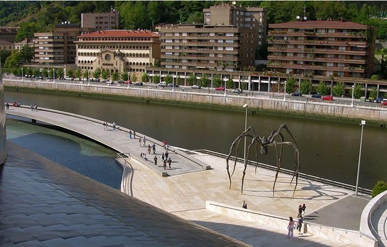 Czym 'efekt Bilbao' był w rzeczywistości? W nim nie chodziło tylko o zbudowanie wielkiego muzeum Guggenheima nad rzeką Nervión. Ta inwestycja była jednym z wielu skoordynowanych działań, które razem przeniosły to miasto na wyższy poziom - Edyta Wiśniewska.