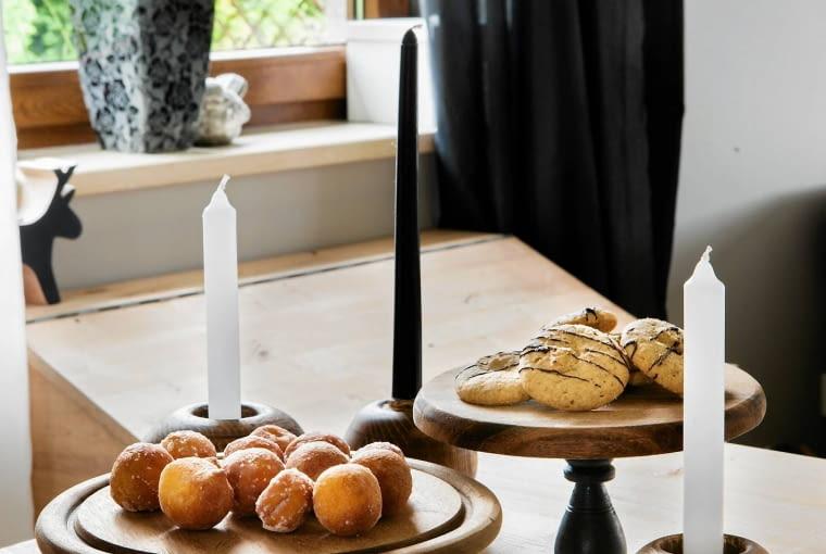 Rozmaite drobiazgi przydatne na co dzień w domu - toczone świeczniki, deski do krojenia.