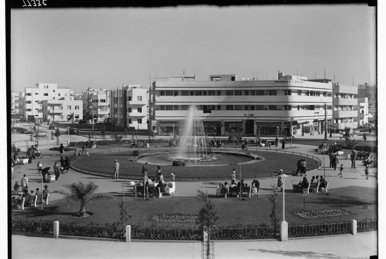 Plac Ziny Dizengoff, widok od północy, 1934, proj. Genia Averbuch