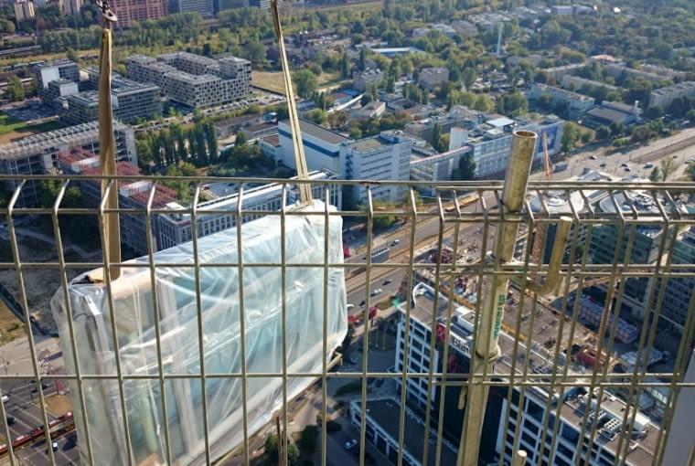 Wieżowiec Warsaw Spire - prace budowlane przy elewacji