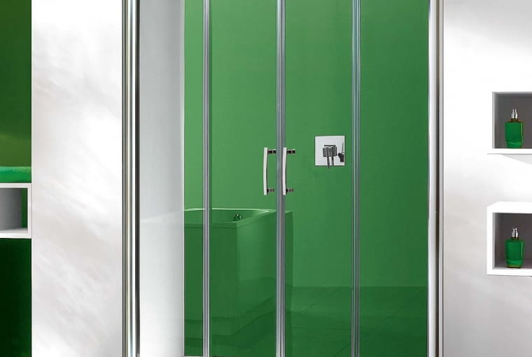 D4 TX5b/SANPLAST | Wymiary: m.in. 130 × 190, 150 × 190, 180 × 190 cm | drzwi przesuwne | 5 mm szkło hartowane. Cena: od 1458 zł, www.sanplast.pl