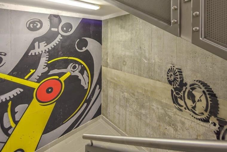 STREET ART na klatkach schodowych kompleksu Woronicza Qbik w Warszawie.