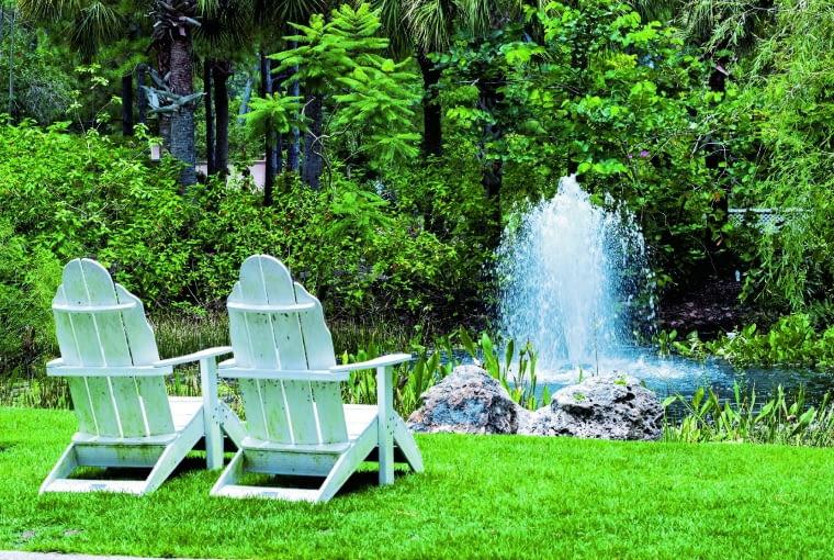 Aby trysnął taki gejzer, wystarczy ulokować w wodzie dyszę fontannową.