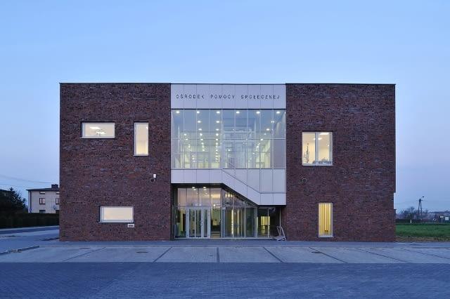Ośrodek Zdrowia i Ośrodek Pomocy Społecznej w Gierałtowicach autorstwa pracowni OVO Grąbczewscy Architekci
