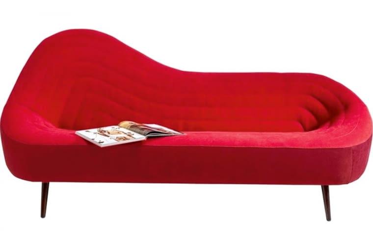 AWANGARDA I NAMIĘTNOŚĆ. Sofa Isobar, drewno i tkanina, 220 x 95 cm, 6689 zł, kare24.pl