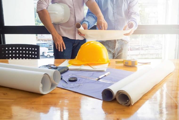 Przed rozpoczęciem prac budowlanych zawsze warto poradzić się doświadczonego projektanta. Unikniemy wtedy i problemów natury technicznej, i prawnej